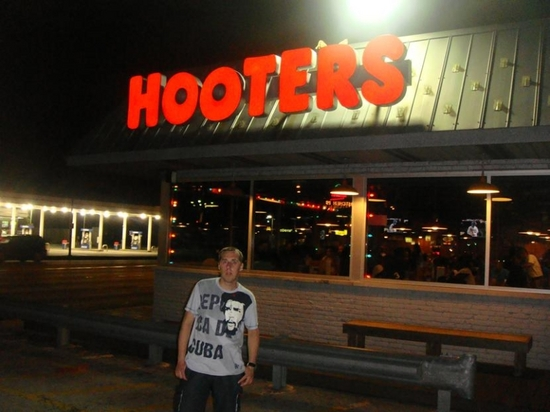 CHICAGO,HOOTERS